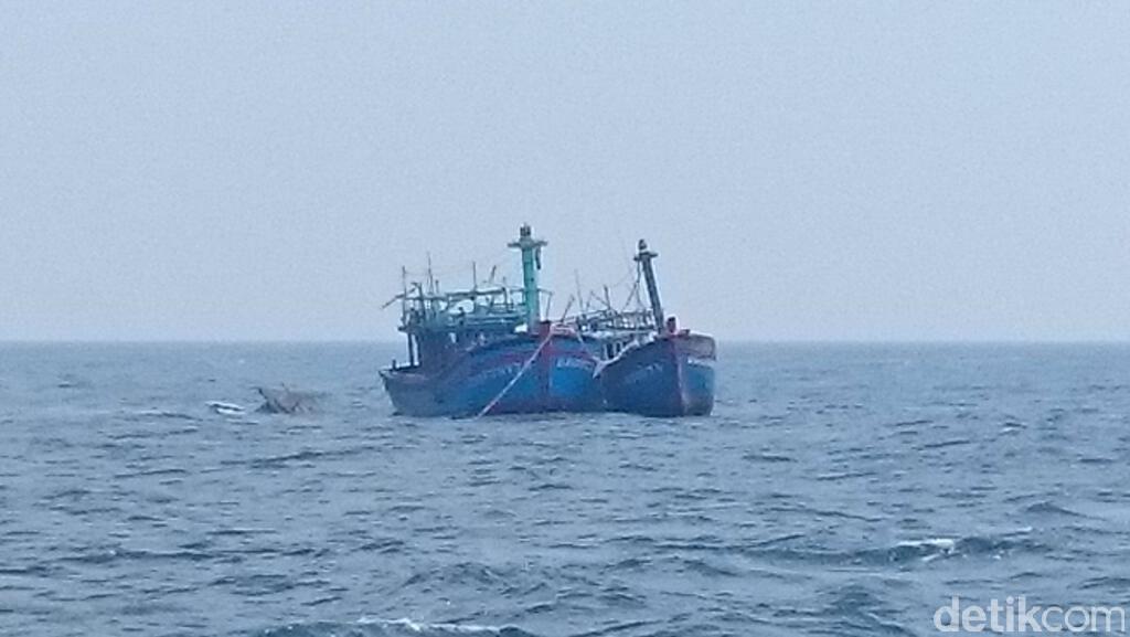 KKP Ledakan 15 Kapal Pencuri Ikan di Perairan Pontianak