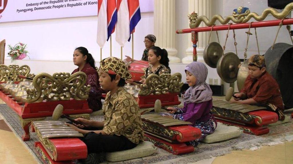 Saat Lagu Indonesia Dinyanyikan Anak-anak Korea Utara di HUT ke-70 RI