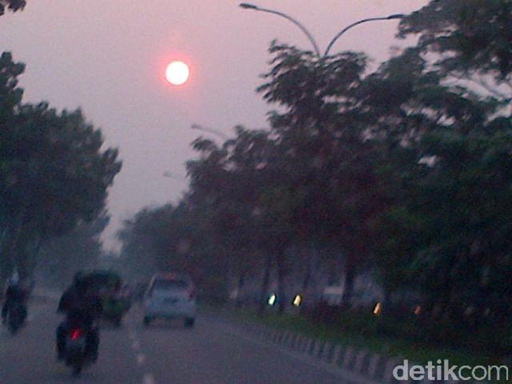 Ada 759 Titik Panas di Sumatera, Asap di Pekanbaru Riau Kian Menggila