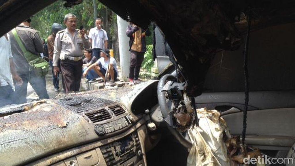 2 Mobil Bertabrakan dan Terbakar di Medan