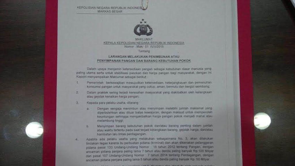 Polisi Tempel Imbauan Jangan Timbun Bahan Pangan di Pasar Tradisional di Jakarta
