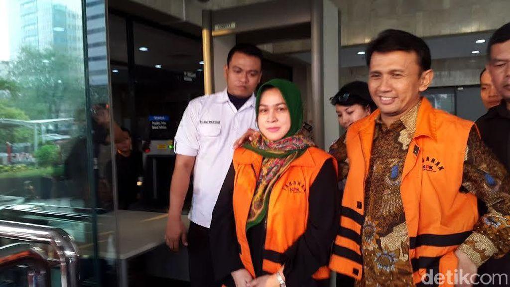Dorce Gamalama Jenguk Evy Istri Muda Gubernur Gatot di Rutan KPK