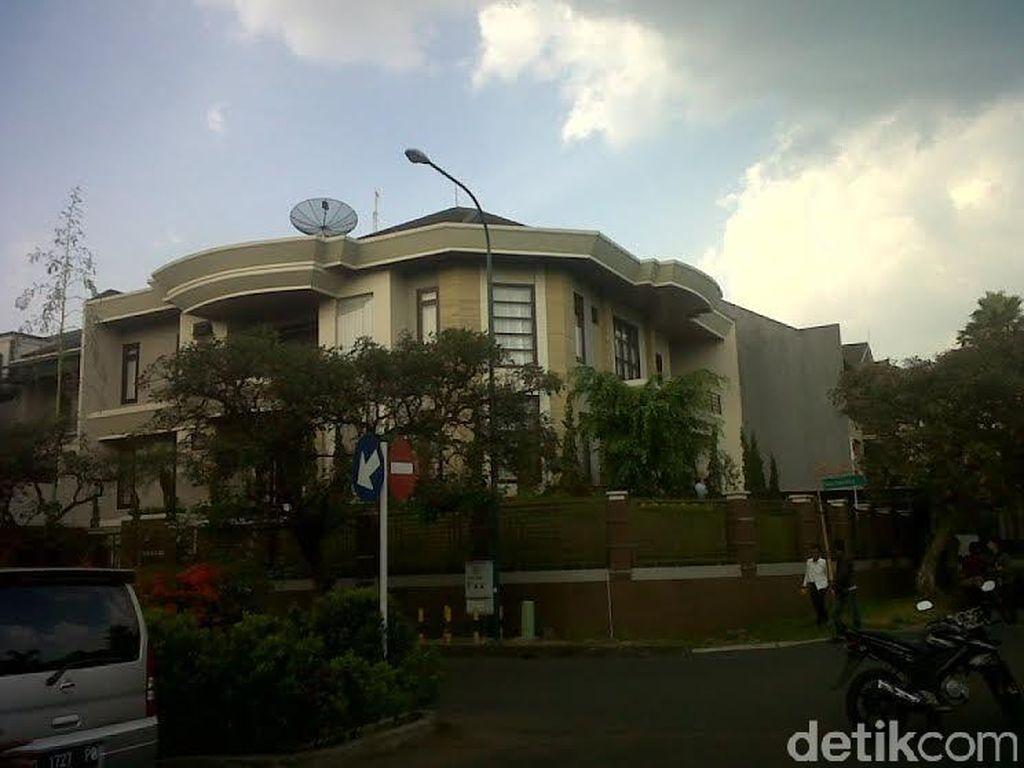 Suasana Markas Sindikat Narkoba dan Cyber Crime di Bandung