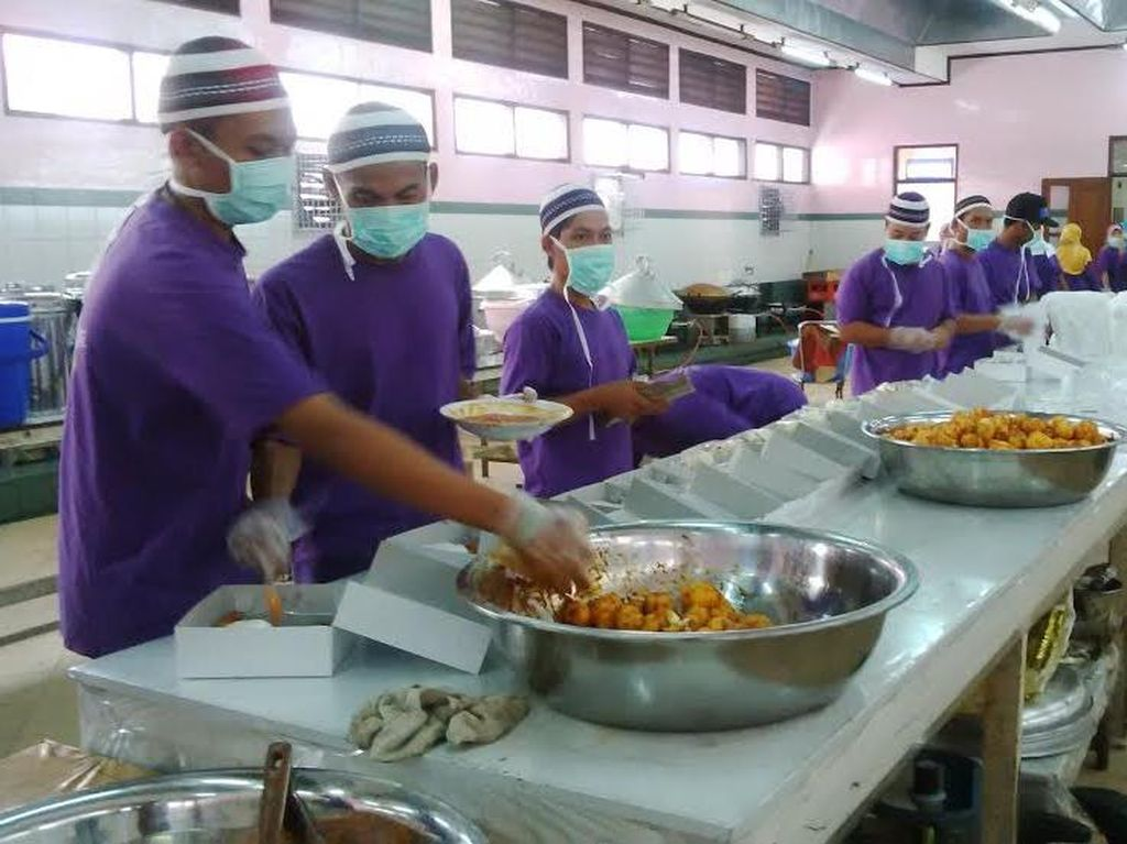 Tenaga Medis dan Minyak Goreng Hitam Jadi PR Asrama Haji Sukolilo