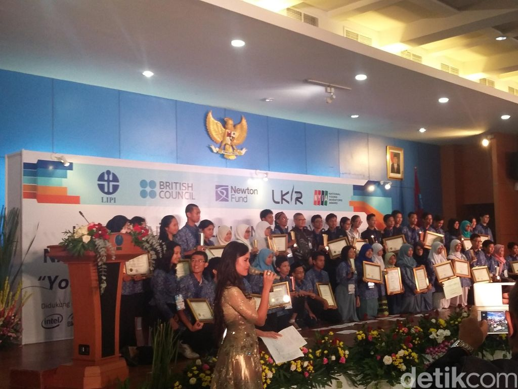 Masker Lidah Mertua, Penyerap Polutan Berbahaya Karya Siswa SMA
