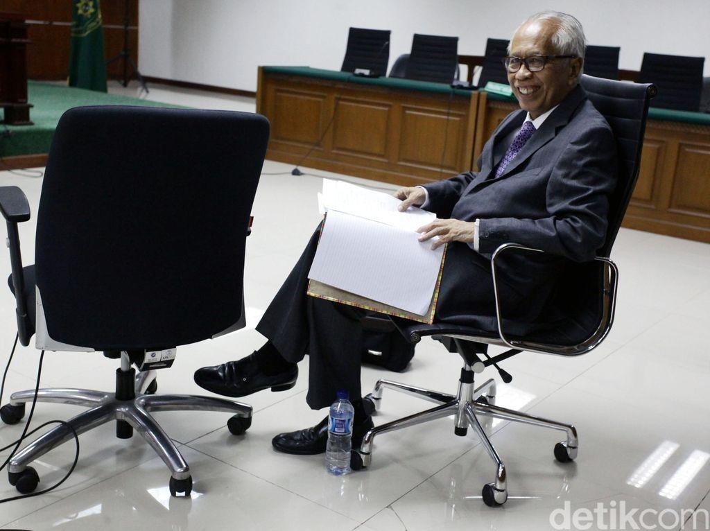 OC Kaligis Didakwa Suap Hakim PTUN Cs Total USD 27 Ribu dan SGD 5 Ribu