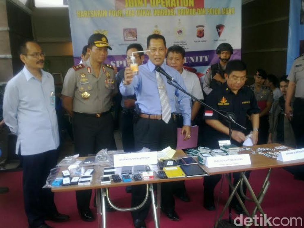 Polisi Sita Narkoba dan Peralatan Cyber Crime dari Rumah Mewah di Bandung