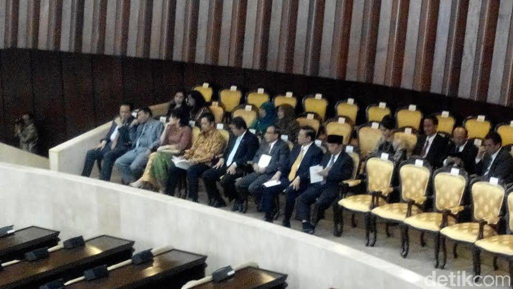 Hadiri Paripurna HUT ke-70 DPR, Akbar Tandjung dan Agung Laksono Akrab