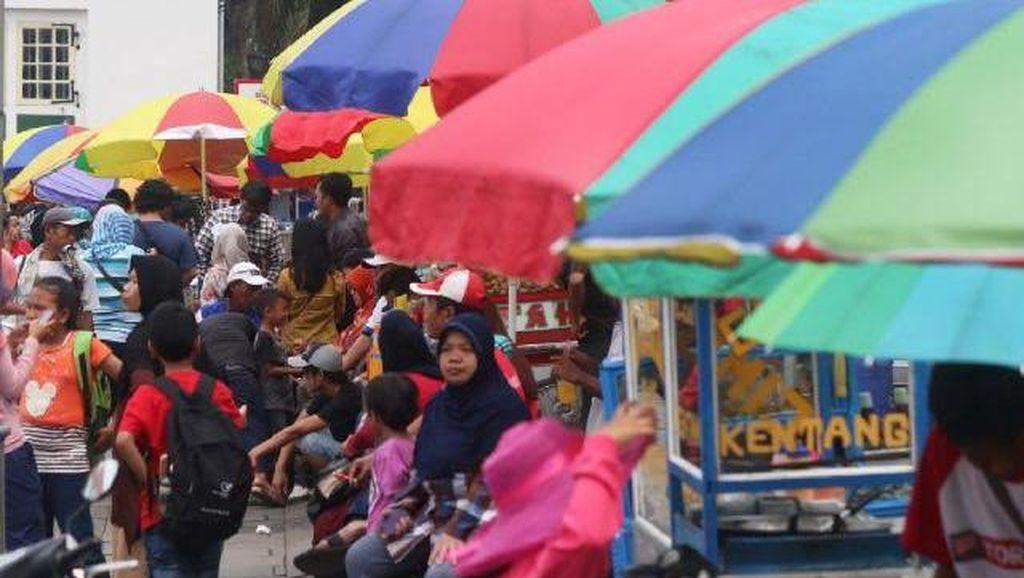 Duh Pak Ahok, PKL di Kota Tua Kini Malah Semakin Semrawut