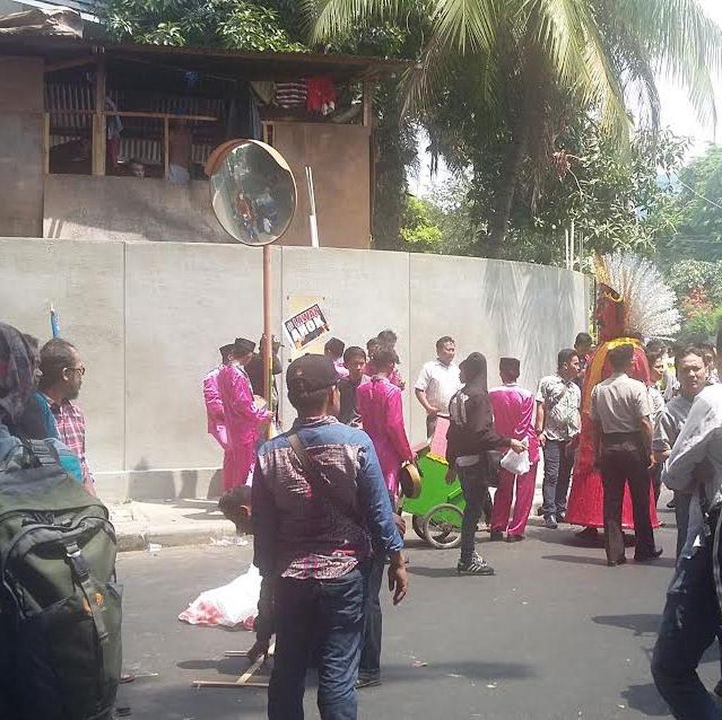Puas Orasi 30 Menit di Depan Rumah Dinas Gubernur DKI, #LawanAhok Bubar Jalan