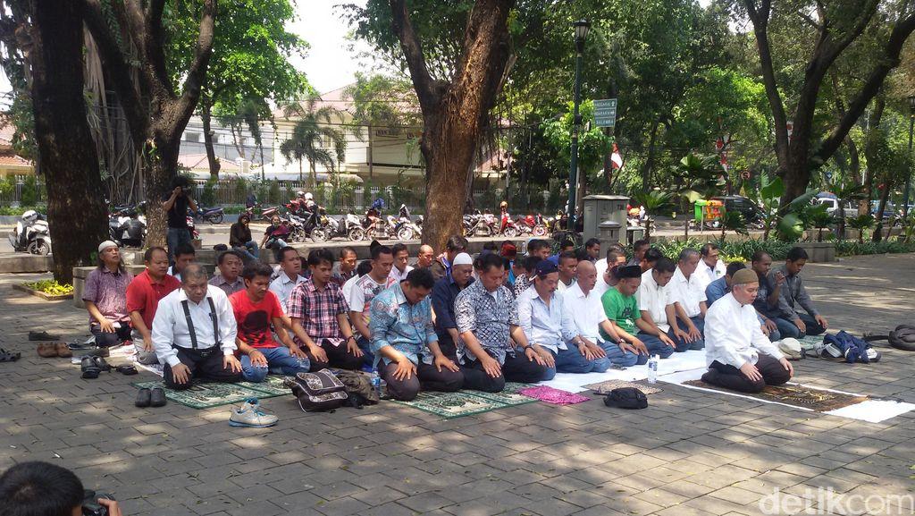 Gelar Aksi di Depan Rumah Gubernur DKI, Ini Misi Gerakan #LawanAhok