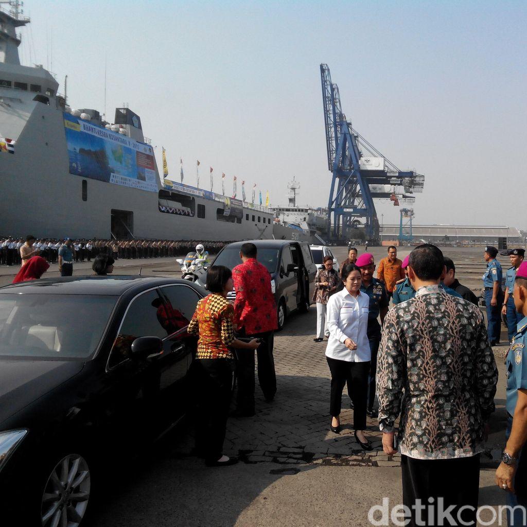 Menko Puan Pimpin Upacara Pemberangkatan Sail Tomini di Tanjung Priok