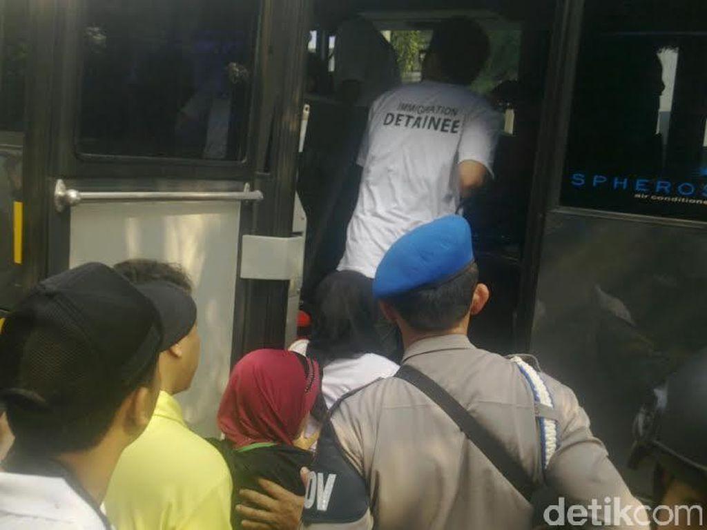 30 WN Taiwan dan 3 WNI di Bandung Diboyong ke Bareskrim Polri