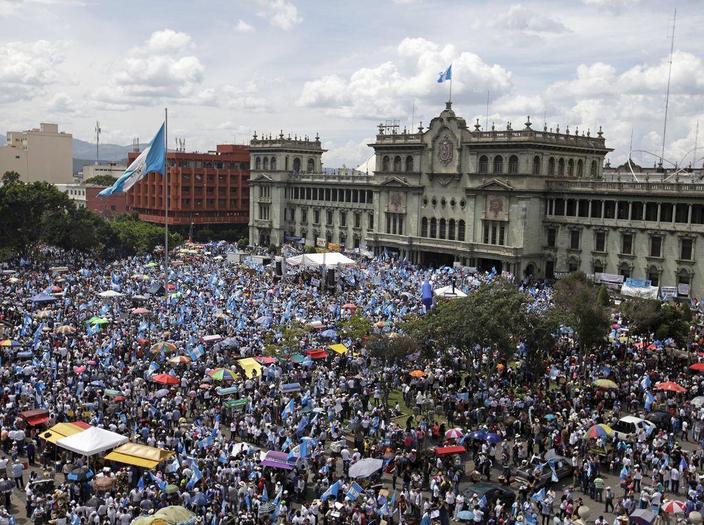 Dituduh Korupsi, Presiden Guatemala Didesak Mundur
