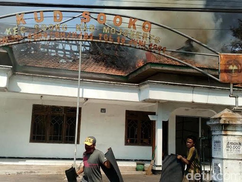 Kantor KUD Sooko Terbakar, Tiga Pekerja Terluka