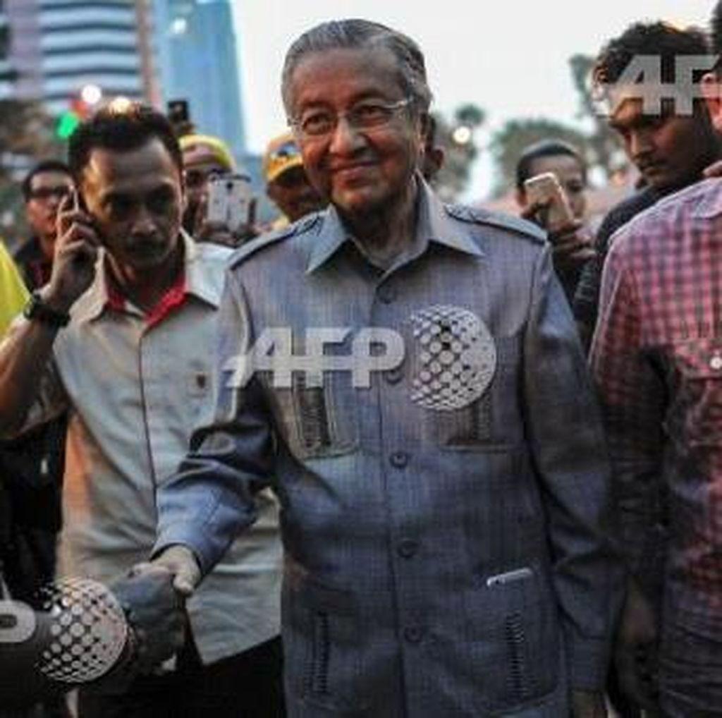 Mahathir Mohammad Datangi Lokasi Demo Anti PM Najib di KL