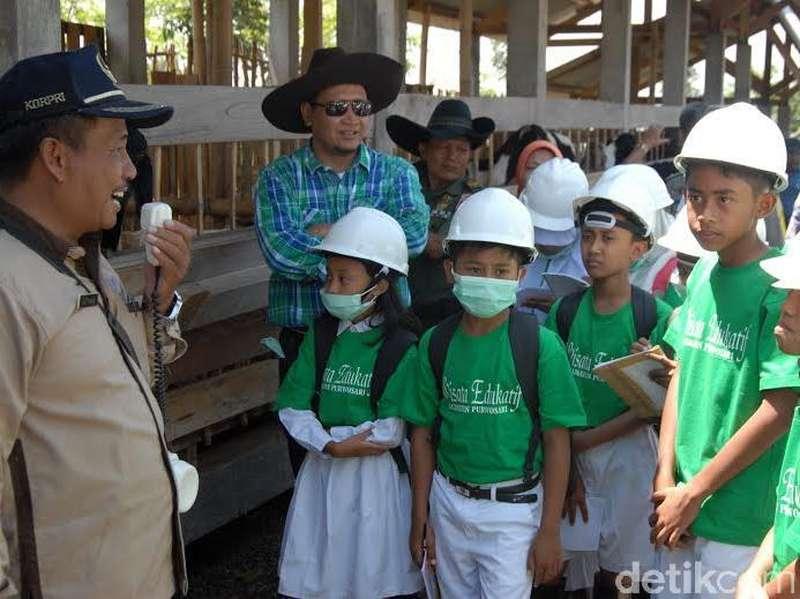Senangnya Siswa SD Diajak Bupati Berkelana ke Peternakan Sapi
