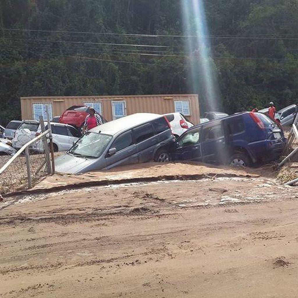 Pesawat Kecil Terseret Banjir, Begini Dahsyatnya Badai Erika di Dominika