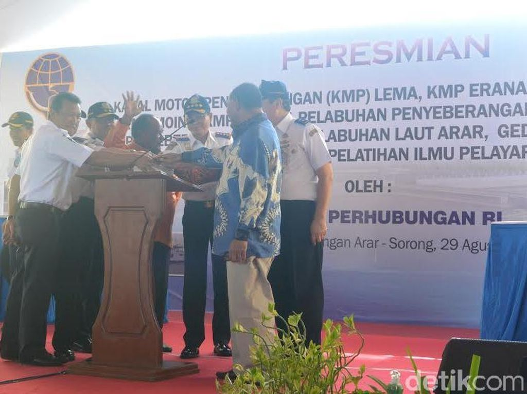 Resmikan Pembangunan Transportasi Perintis di Sorong, Ini Janji Menteri Jonan