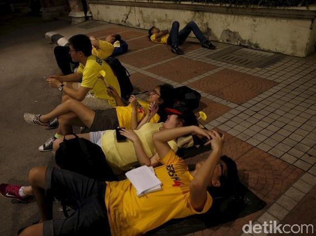 Demonstran Anti PM Najib Memilih Tidur di Jalanan