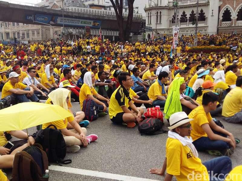 Ini Cerita Demonstran Bersih 4.0 yang Tidur di Jalan Demi Gulingkan PM Najib
