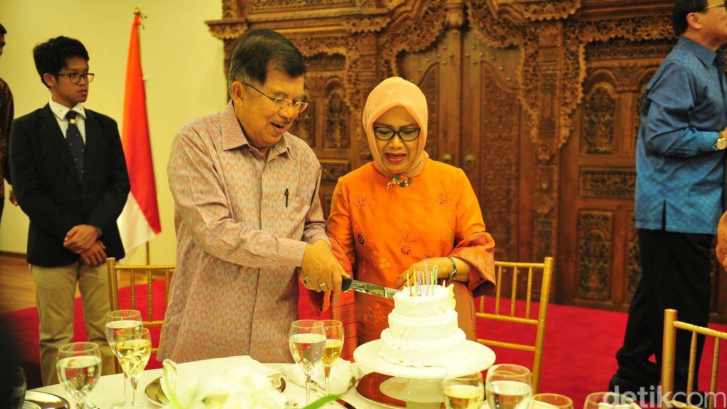 JK Dapat Kejutan di HUT ke-48 Pernikahannya dengan Mufidah Kalla
