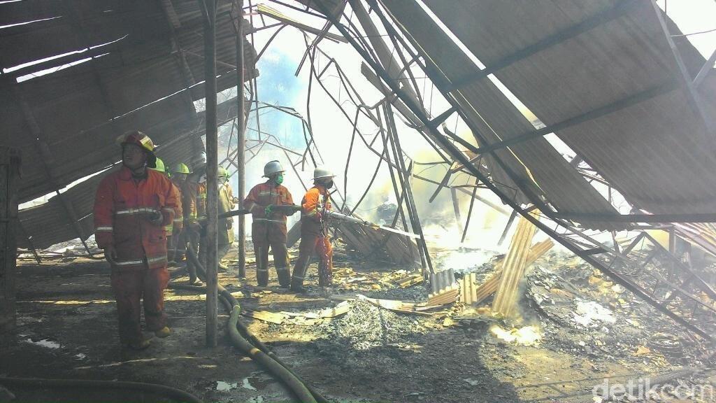 Gudang Mebel di Caringin Ludes Terbakar Gara-gara Pekerja Bakar Sampah