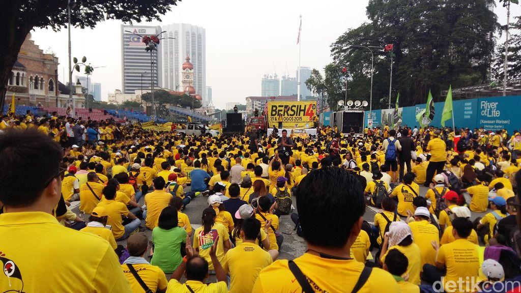 Teriakan Ribuan Pendemo Sebut PM Najib Paling Bodoh
