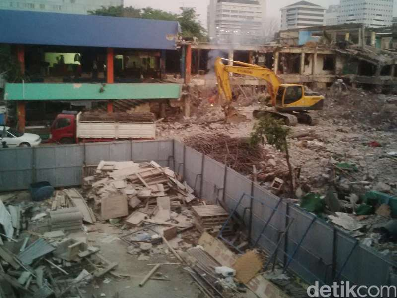 Pasar Benhil Dikosongkan, Pedagang Tempati Bangunan Sementara