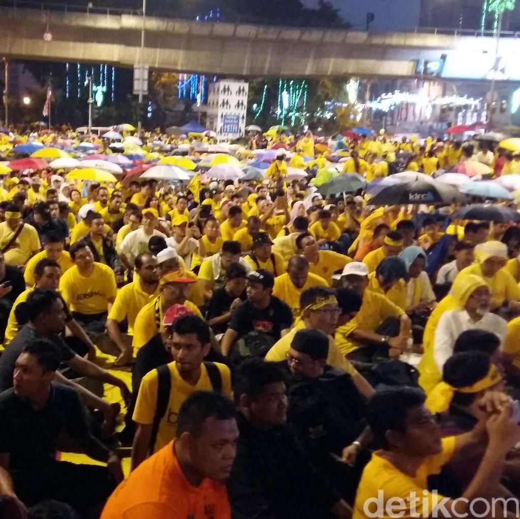 Semangat Pantang Menyerah Demonstran Anti Najib yang Tetap Tertib dan Bersih