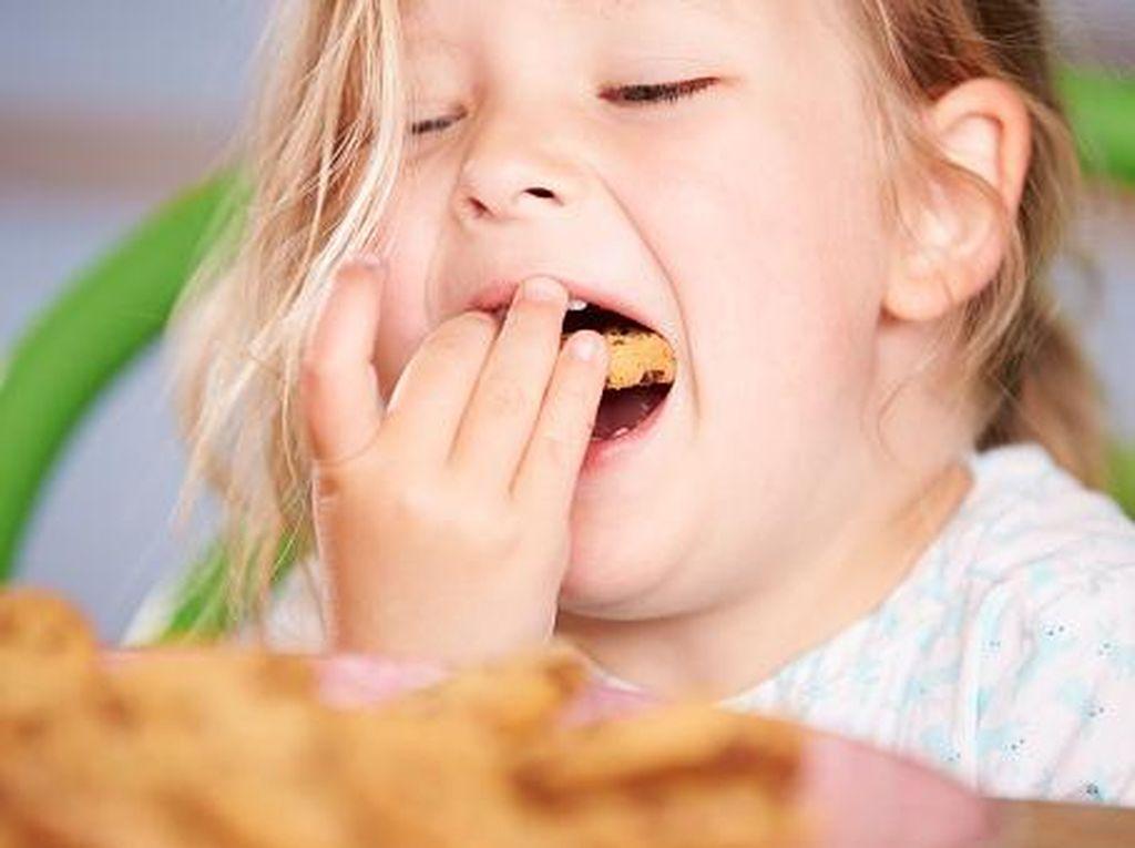 Studi: Kurang Tidur, Anak-anak Jadi Mudah Tergoda Makanan dan Obesitas