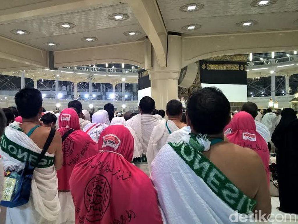 Jemaah Indonesia Silih Berganti Umroh di Masjidil Haram