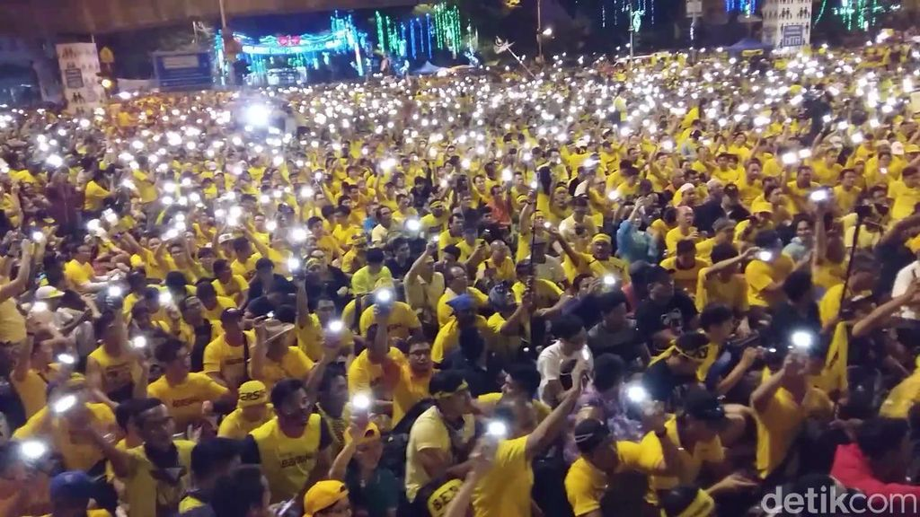 Bak Konser Band Papan Atas, Demonstrasi Anti PM Najib Ini Bikin Merinding