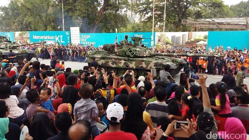 Meriahnya National Day Malaysia 2015, Unjuk Alutsista Hingga Upin Ipin