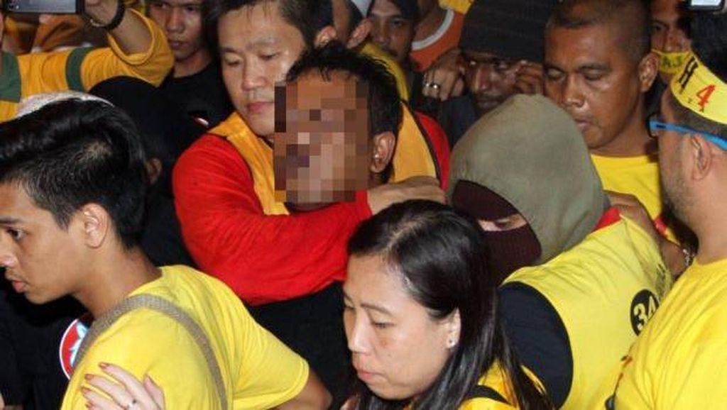 Seorang Pria Melempar Petasan ke Arah Demonstran Bersih 4.0, 4 Orang Terluka