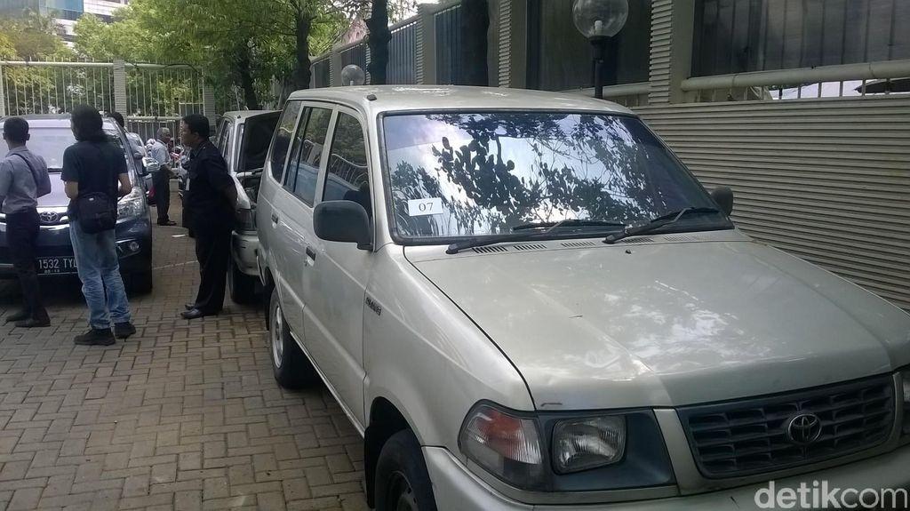 Siapa Minat? KPK Lelang Eks Mobil Dinas Rp 14-63 Juta