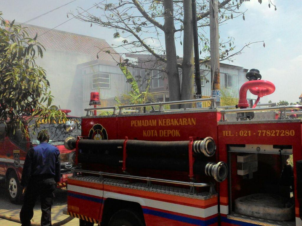 Kebakaran Gudang di Perumahan Kavling UI Timur Depok, 4 Damkar Diterjunkan