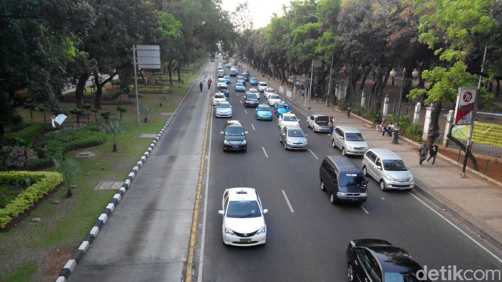 Demo Usai, Lalin Jl Medan Merdeka Barat Kembali Dibuka