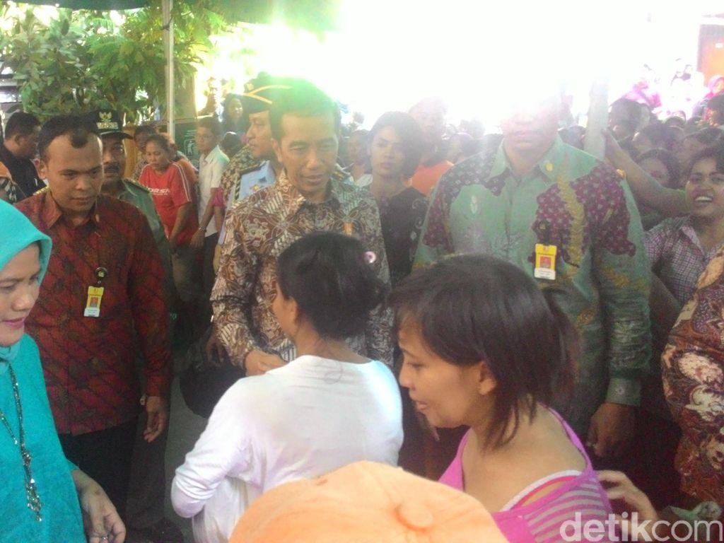 Blusukan di Kebon Jeruk, Jokowi Diserbu Ibu-ibu