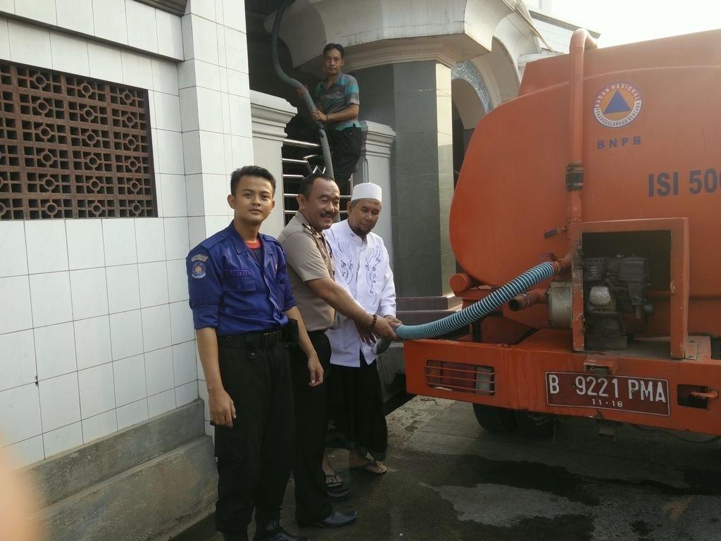 Kekeringan di Curug Tangerang, Warga Dipasok Air 2 Hari Sekali