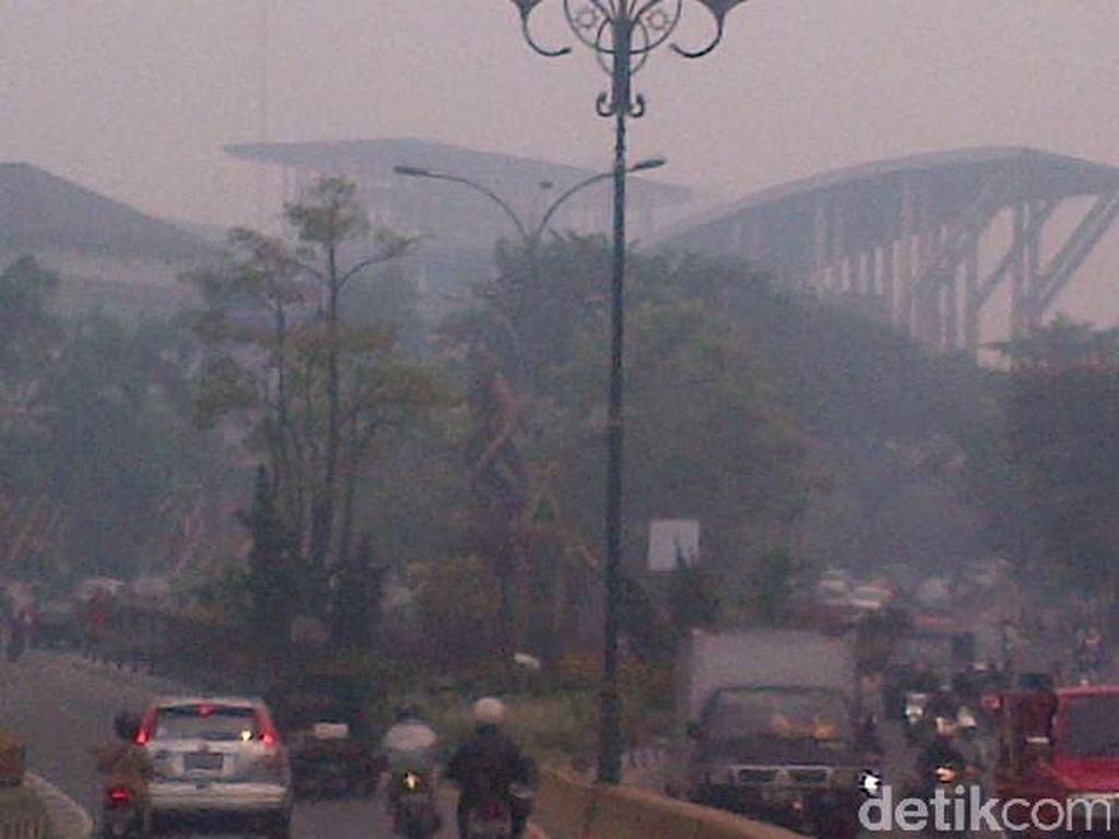 Kota Pekanbaru Ditelan Asap Kebakaran Lahan, Seperti ini Wujudnya
