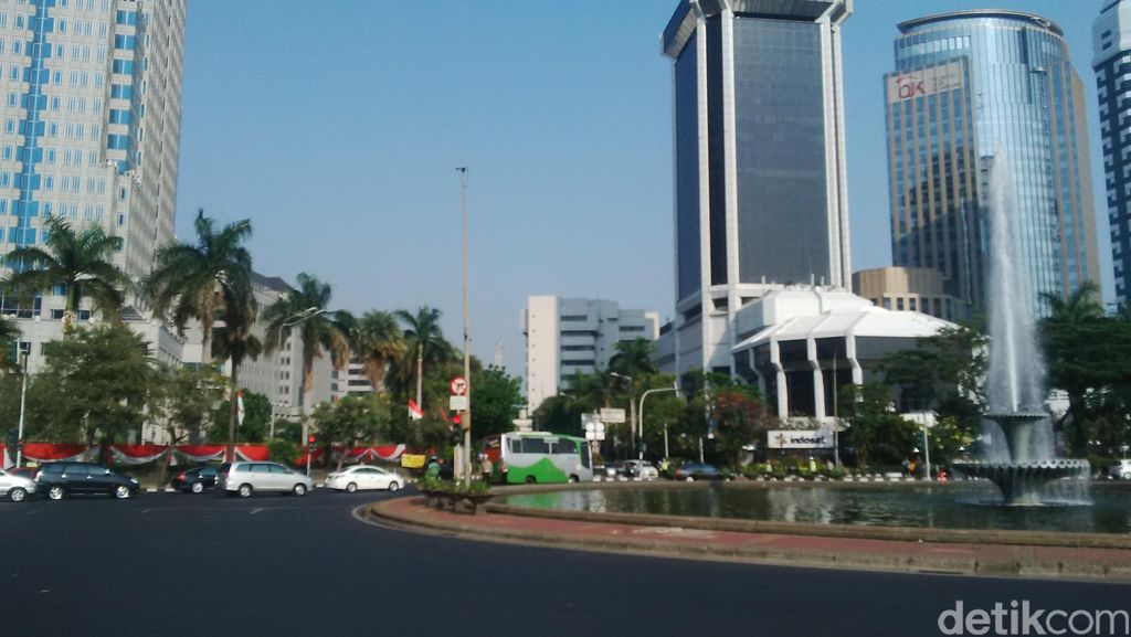 Demo Buruh, Begini Pengamanan di Perempatan Patung Kuda Medan Merdeka