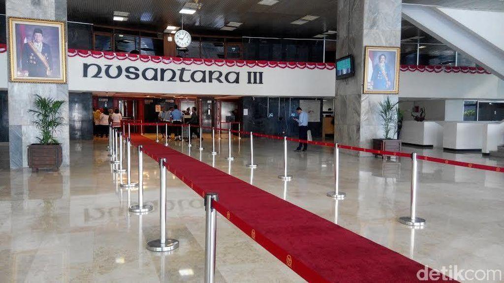 PDIP: Karpet Merah Bikin Pimpinan DPR Terkesan Mewah dan Eksklusif