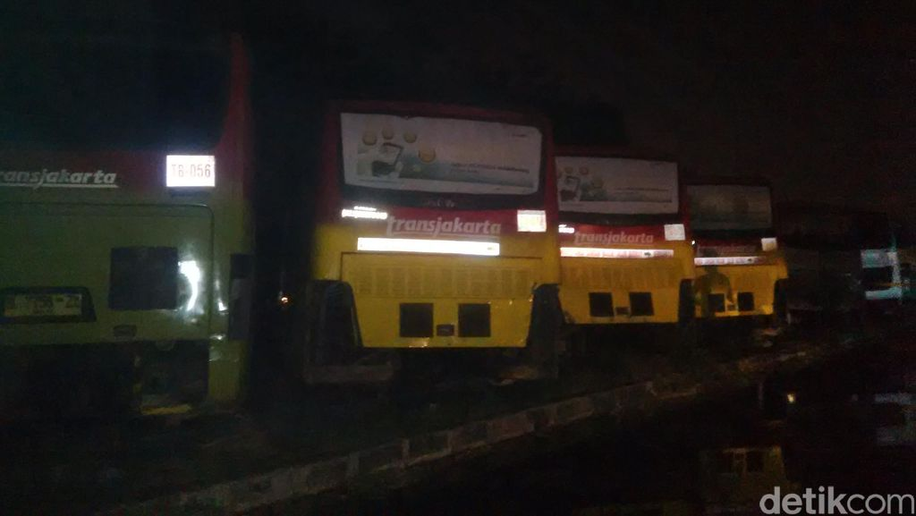 Kebakaran di Pul Trans Batavia, Polisi: Api Diduga dari Tangki Gas