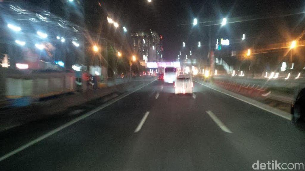 Tumben, Ruas Tol Dalam Kota Malam ini Lengang
