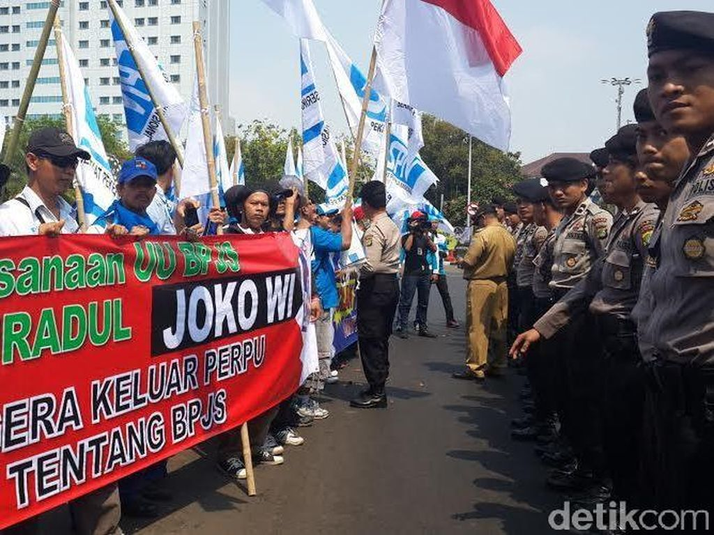 Puluhan Buruh Tiba di Istana, Polisi Mulai Berjaga