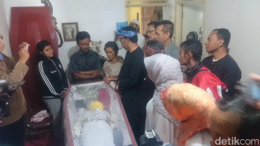 Ridwan Kamil Sambangi Rumah Siswi SMP yang Jadi Korban Pembunuhan