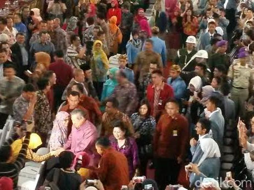 Kuliahi Ribuan Mahasiswa Baru UPI Bandung, SBY Disambut Meriah