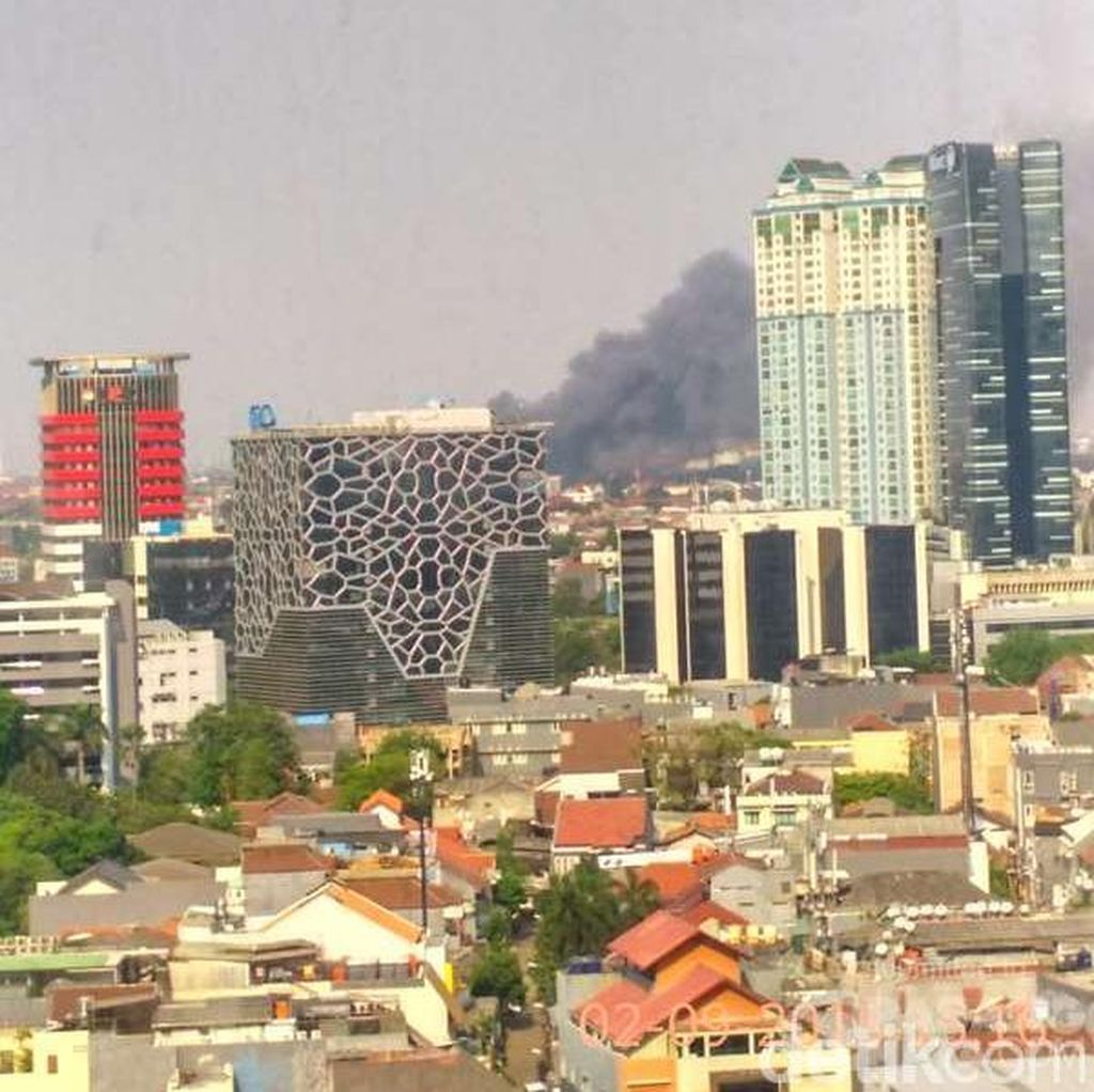 Kawasan Padat Penduduk di Manggarai Terbakar