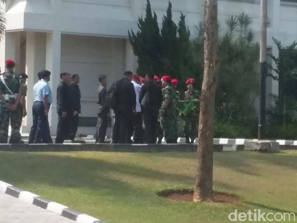 Cek Alutsista TNI, Menhan Kunjungi Mako Kopassus